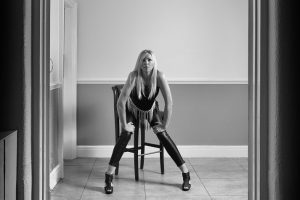 Emma Paddle - Fashion and The Chair_007
